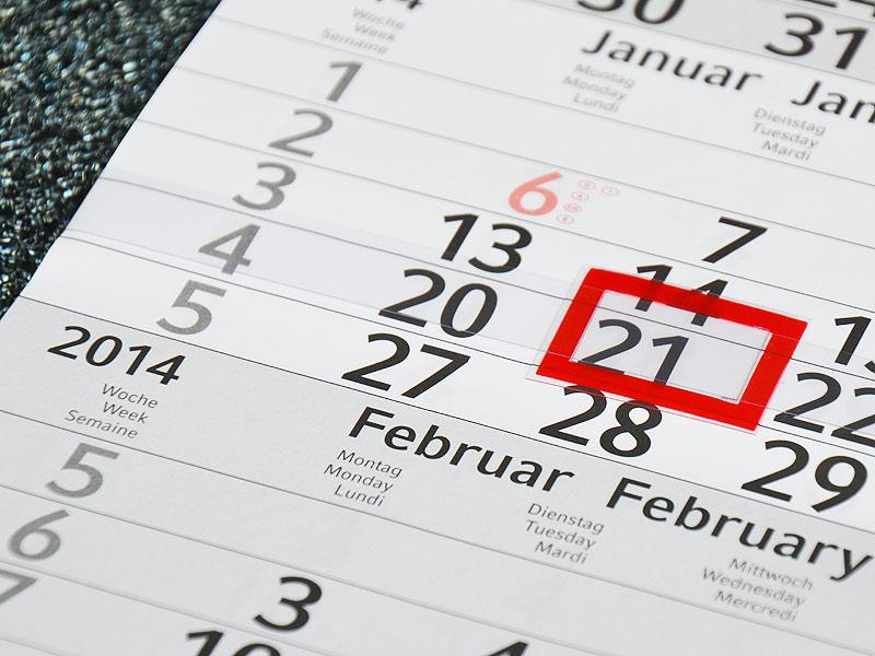 Guenstig-Monatskalender-drucken-mit-Datumsschieber-als-Werbegeschenk-fuer-Kunden-und-Geschaeftspartner