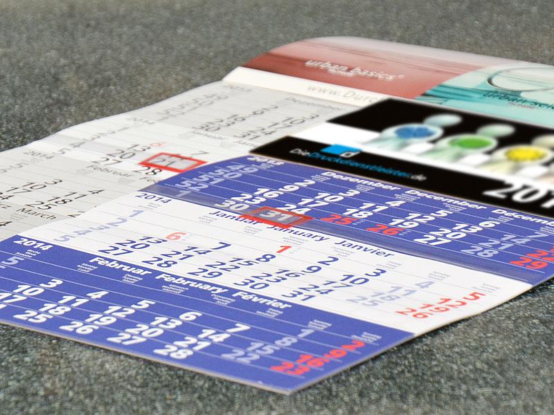 Monatskalender-drucken-mit-drei-oder-vier-Monaten-mit-Titelseite-im-Firmendesign-als-Werbegeschenk-fuer-Apotheken