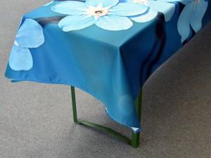 Tischdecke-drucken-mit-30-Zentimetern-Ueberstand-uber-die-Tischkante