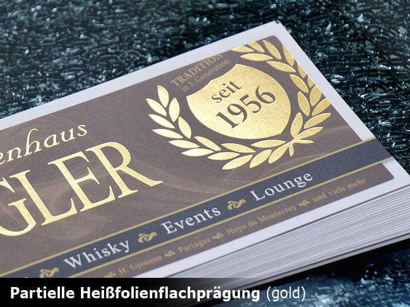 matte-flyer-online-bestellen-mit-glaenzender-heissfolie-rot-silber-oder-gold-veredelt