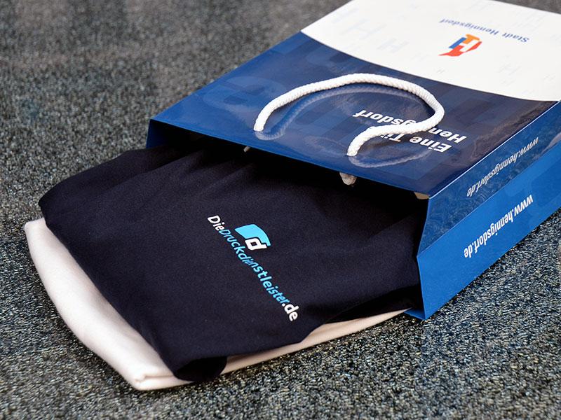 papier-tragetaschen-glaenzend-mit-logo-druck-zum-verpacken-von-waren-und-produkten-im-einzelhandel