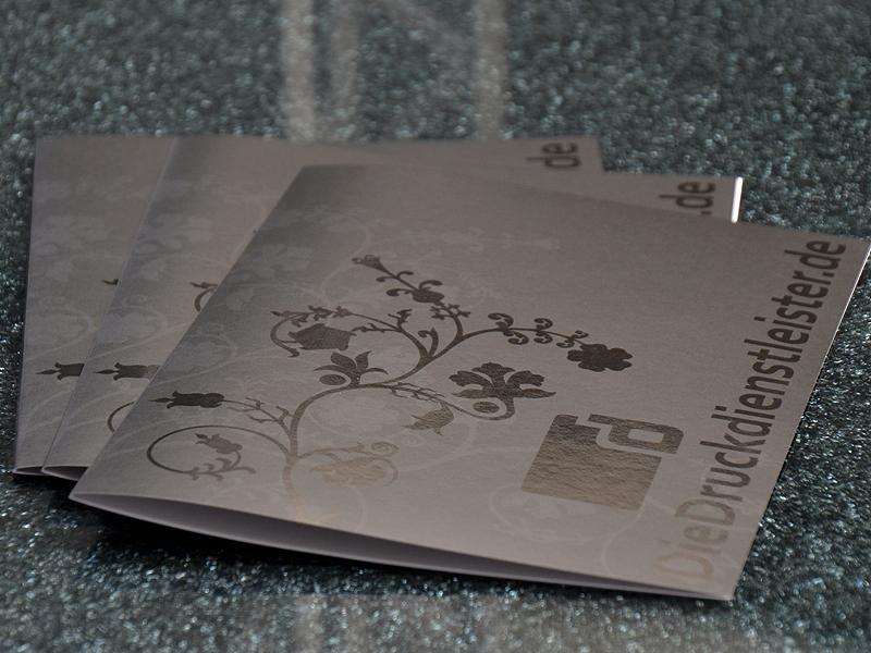 edle-klappkarten-mit-partieller-lackierung-online-drucken-lassen