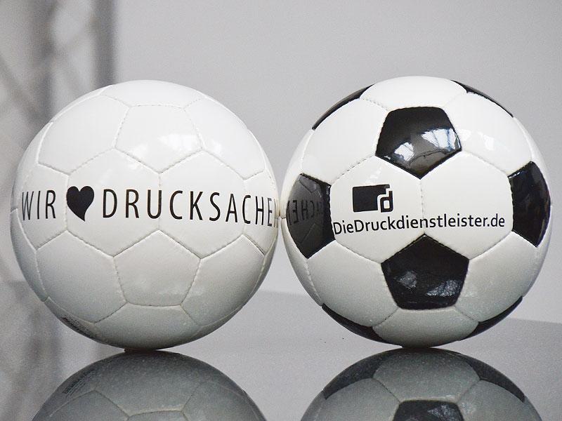 guenstig-fussball-mit-logo-bedrucken-in-fifa-qualitaet-mit-sponsor-logo-oder-vereins-wappen